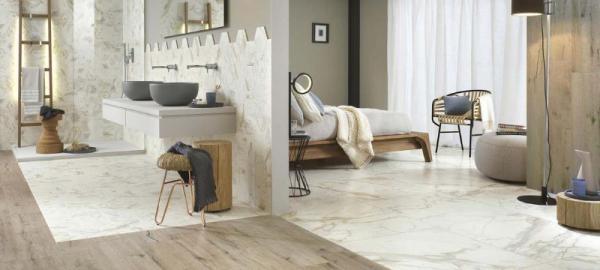 Du carrelage effet marbre pour une salle de bains chic