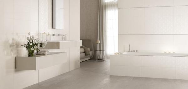 Salle de bains claire & épurée
