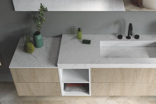 Meuble de salle bains avec plan de toilette en imitation marbre