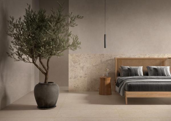 Tête de lit avec du carrelage grand format - imitation pierre