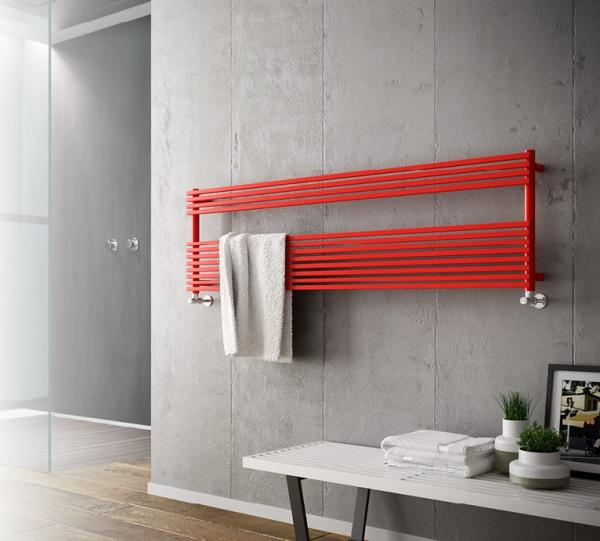 Radiateur sèche serviette installé à l'horizontal
