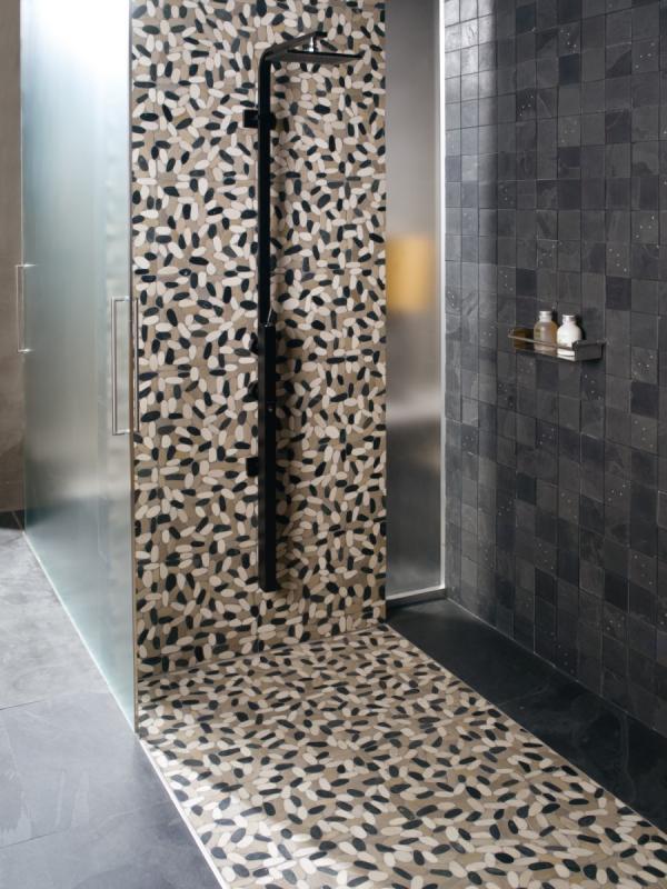 Douche à l'italienne carrelage mosaïque