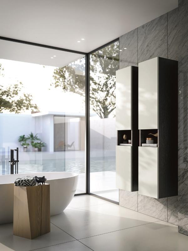 Meuble de salle de bains en colonne