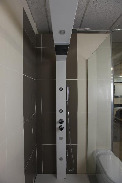 colonne de douche design blanche lille douai lens le touquet. Black Bedroom Furniture Sets. Home Design Ideas
