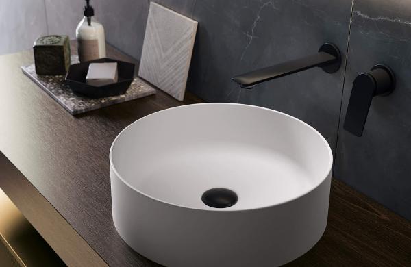Robinetterie de vasque encastrée et noire - tendance