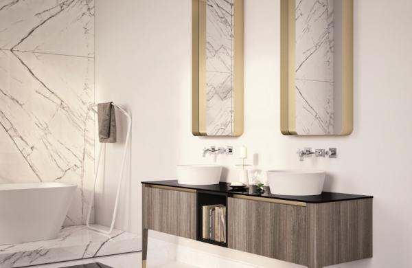 Meuble de salle de bains avec façade en stratifié et plateau en verre laqué