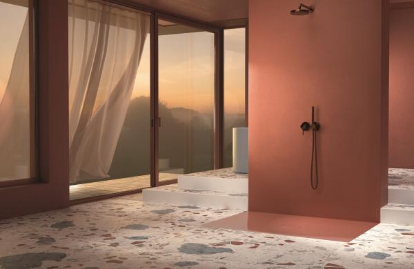 Douche à l'italienne avec un receveur à poser de couleur rouge