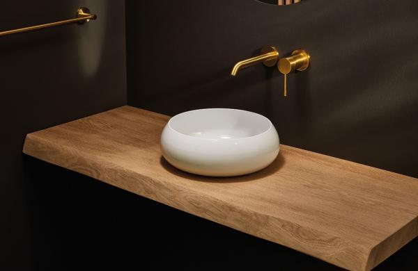 Robinetterie encastrée avec vasque en acier titane posée sur meuble