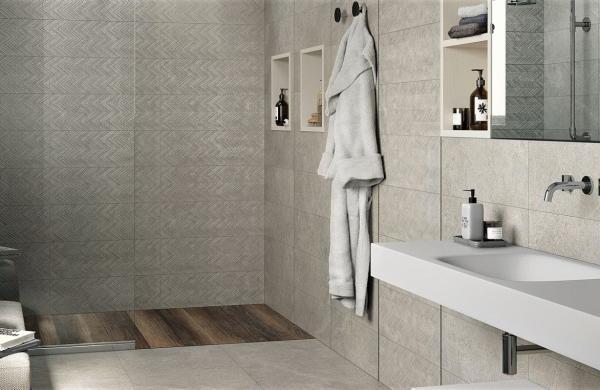 Douche à l'italienne avec murs carrelés