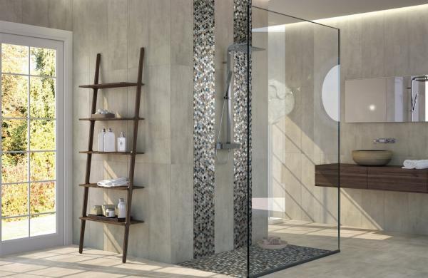 Douche à l'italienne avec carrelage mosaïque et carrelage grand format