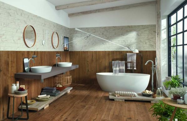 Salle de bains tendance avec du carrelage imitation parquet