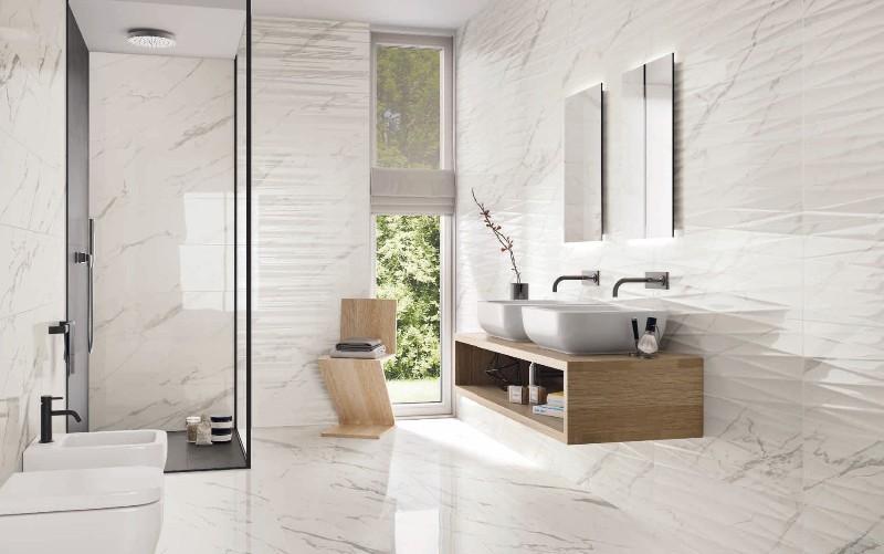 Salle de bains aux courbes épurées et carrelage imitation ...